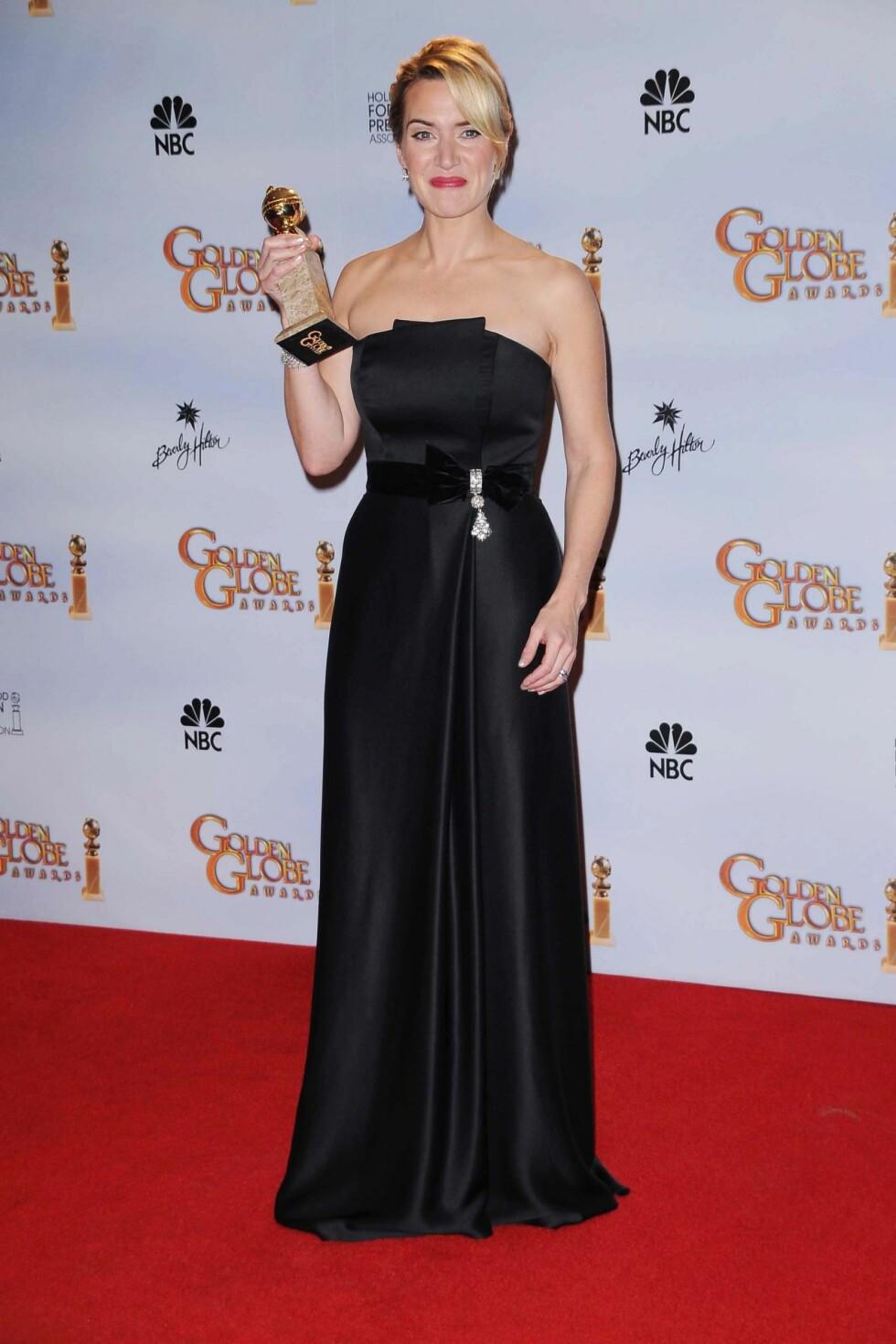 PÅ GOLDEN GLOBE: Kate Winslet har flotte skuldre, men på Golden Globe ble det kanskje litt for tamt uten juveler? Foto: All Over Press