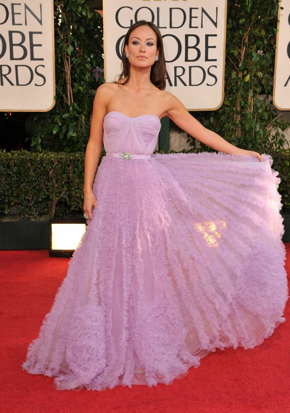 SOM EN PRINSESSE: En nydelig kjole som dette fortjener å skinne alene. Her ser Olivia Wilde ut som en eventyrprinsesse.  Foto: All Over Press