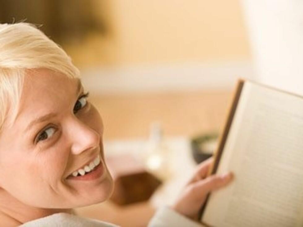 Mange leser en imponerende bok mens de venter på daten, i håp om å gi et godt førsteinntrykk. Foto: www.imagesource.comAll Over Pr