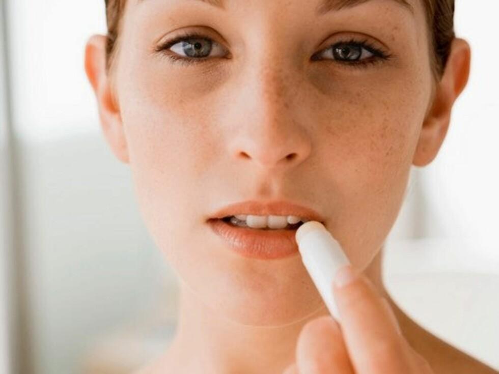 Det går faktisk an å bli sykelig avhengig av leppeprodukter, som leppepomade, lypsyl og lipgloss. Foto: Pixland / Image Source