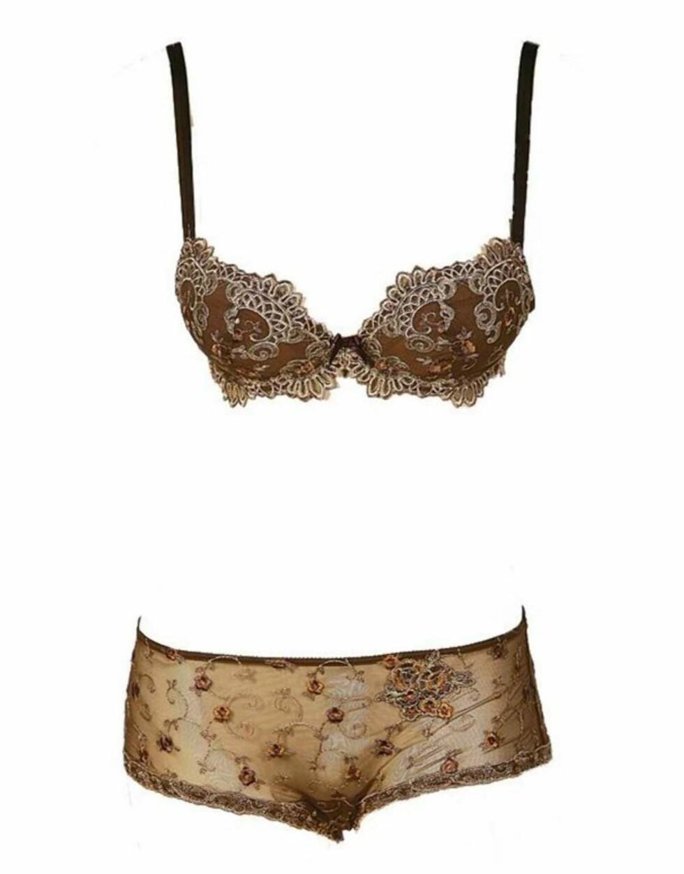 ELEGANT: Oppløftende bh med dekorativ brokade (kr 1150) og lav transparent shorts (kr 750, Lise Charmel).