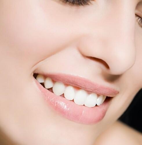 SMINKE: Avanserte sminketeknikker kan forminske nesen til en viss grad. Foto: Image Source