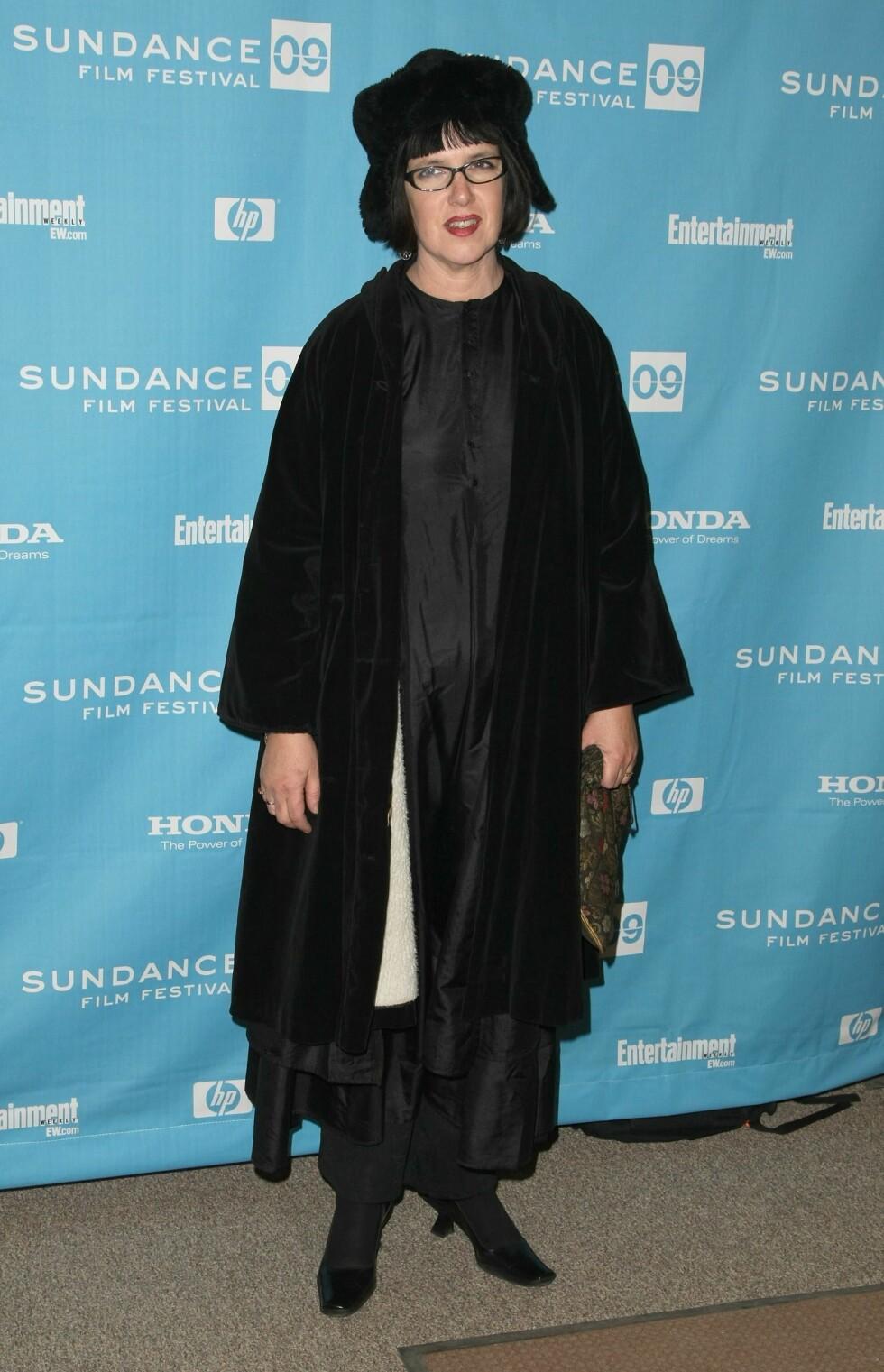 """ET KJENT DILEMMA? Regissøren Katherine Dieckmann visste ikke helt hva hun skulle ha på seg under premieren av sin nye film """"Motherhood"""", så derfor tok hun like godt på seg ALT hun hadde i skapet. Foto: All Over Press"""