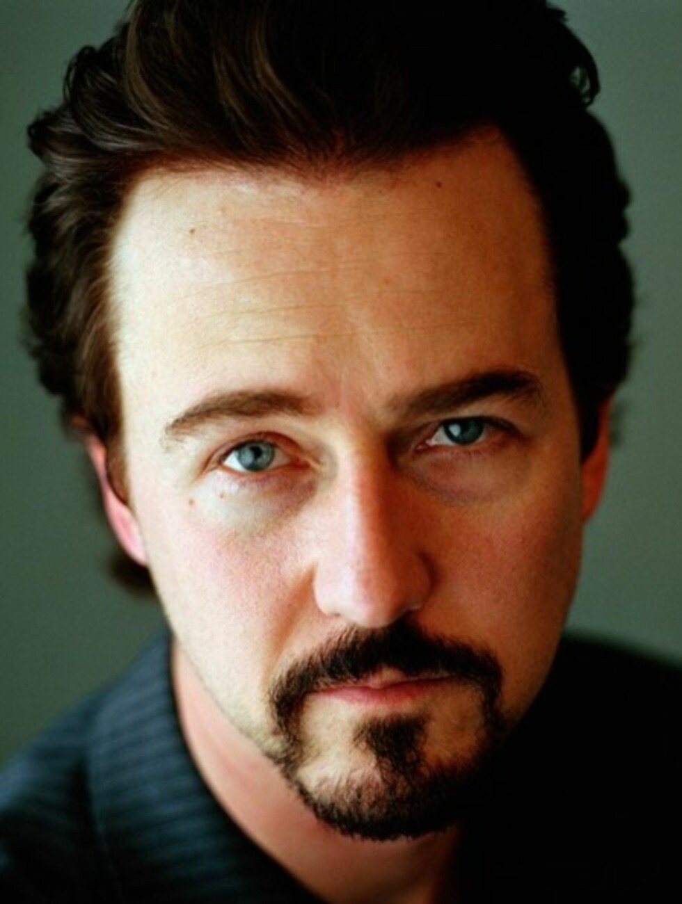 Edward Norton hjalp i 2005 BP (tidligere British Petroleum) med å lansere sitt Solar Neighbors Program. Programmet gir solcellepaneler til lavinntektshusholdninger I Los Angeles. Han har også vært programleder for en premiert dokumentarserie om globale miljøproblemer på National Geographic Channel. Foto: All Over Press
