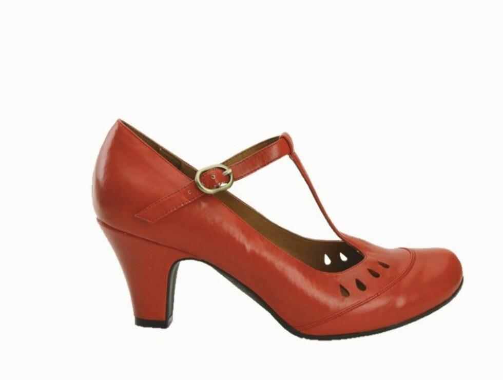 I MARY JANE-STIL: Søte sko med god hæl som du kan danse hele natten med (kr 450, Bianco). Foto: Wenche Hoel-Knai
