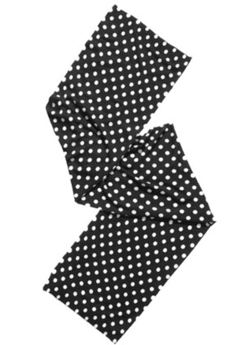 Det prikkete sjalet kan brukes både til gensere, jakker og kåper. (H&M, Comme des Garcons.)