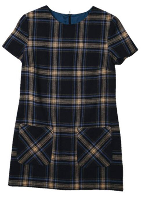 Høstens kjoler er korte. Er du redd for å fryse, prøv en minikjole i ull, som denne rutete varianten(kr 800, Mango).