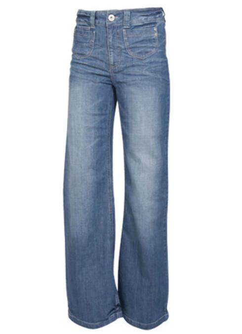 Bukser med høyt liv og rette, vide bein er helt riktig nå (kr 400, Only).