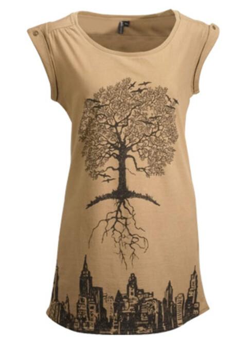 Søte t-skjorter som denne blir vi aldri lei. De mest trendy akkurat nå har litt lengde (kr 180, Ellos).