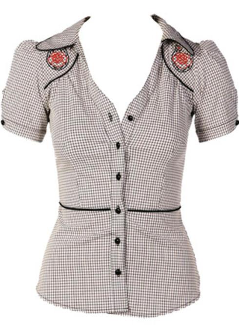 Supersøt rockabilly-inspirert skjorte som framhever både kløft og midje (kr 600, Route).