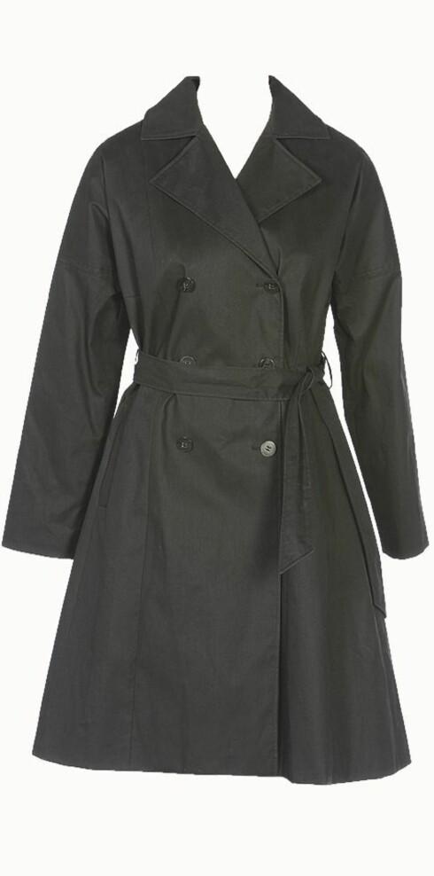 <strong>TRENCHCOATEN:</strong> Fra å være uniform under 1. verdenskrig har denne frakken blitt ett av våre viktigste moteplagg - her i kraftig stoff med god vidde nederst (kr 4000, Whyred).