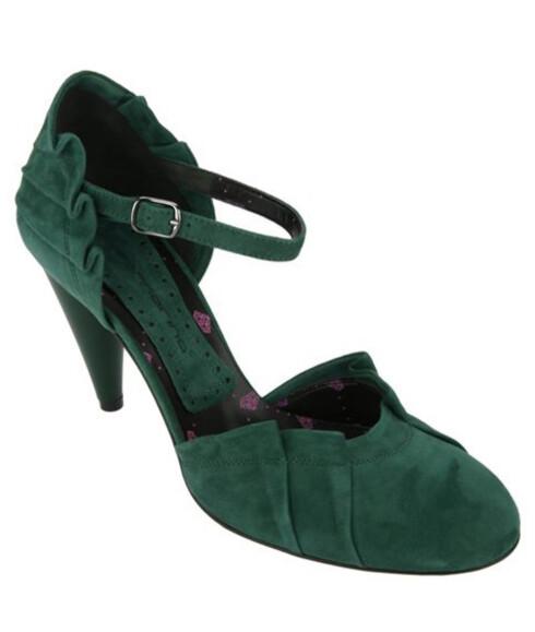 <strong>MARY JANES:</strong> Denne skotypen kom for over hundre år siden, og er kjent for ankelremmen sin - i høst er skoen et må-ha, her i grønt semsket skinn (kr 1800, Fornarina).