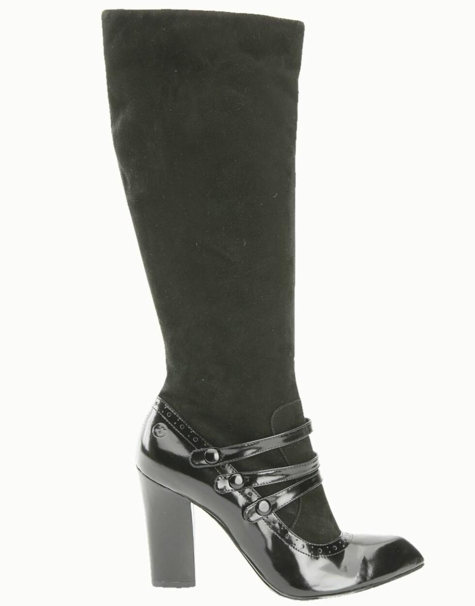 <strong>GIR KROPPEN ET LØFT:</strong> Høye hæler er det eldste trikset i boken når du vil framheve en flott kropp, her lekre støvletter i semsket skinn og lakk (kr 950, Bronx).