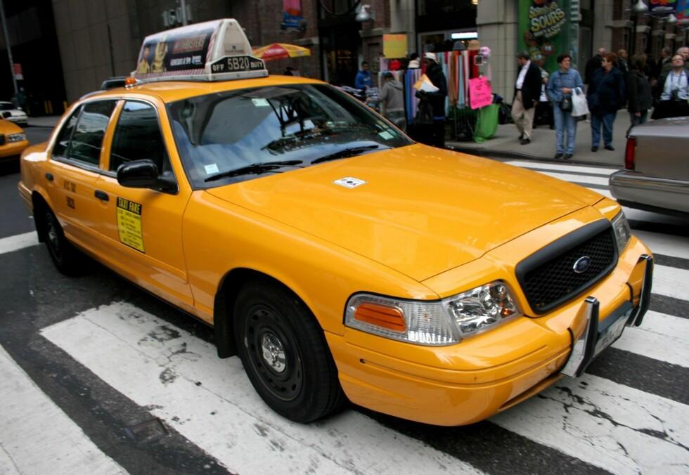 4. I taxibaksetetDere tar taxi hjem fra byen og klarer rett og slett ikke å holde verken hender eller tunger fra fatet. Hvorfor vente? Be sjåføren om å ta en god omvei mens dere to yter det store baksetet rettferdighet. Så lenge dere takler et ekstra par nysgjerrige øyne i bakspeilet, er dette en vinn-vinn situasjon for alle parter. Men, det kan nok være lurt å se sjåføren an, med mindre dere synes det er stas å bli sparket ut i fart. Foto: All Over Press
