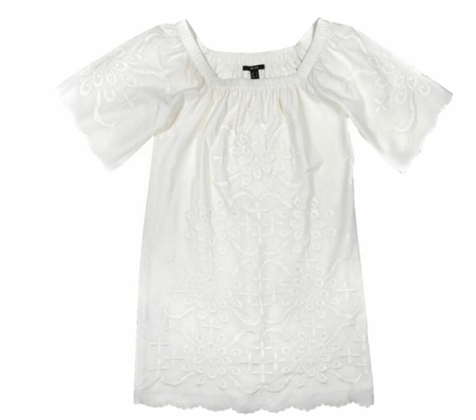 <strong>SOMMERENS STORE HIT:</strong> En romantisk, hvit tunika i bomull er et motemust denne sommeren (kr 600, Mango).