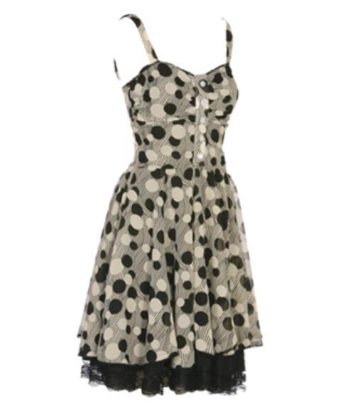 Søt sommerkjoleEn søt kjole er et must i feriekofferten. Denne har 50-tallsnitt og underskjørt i tyll (kr 900, Rock Steady).