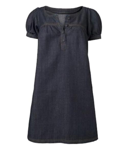 JeanskjoleLun og trendy kjole som kan brukes både til bukse og til bare bein. En kjole som dette er et supert basisplagg i feriegarderoben. Den blir søt med store smykker som tilbehør, og tøff til sneakers (kr 370 La Redoute).