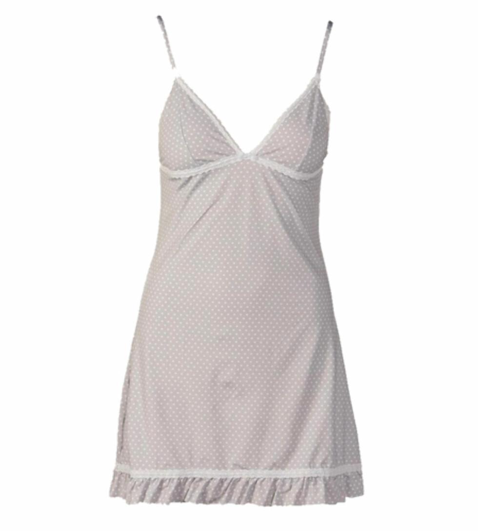 Prikkete nattkjole i bomull som føles ren og myk mot huden (kr 180, Cubus).