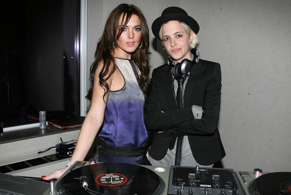 (Foto: All Over Press)6. Lindsay Lohan og Samantha Ronson Partyprinsesse Lindsay Lohan og DJ Samantha Ronson klinte foran en paparazzi og satte fart på lesberykter tidligere i år. Foto: All Over Press