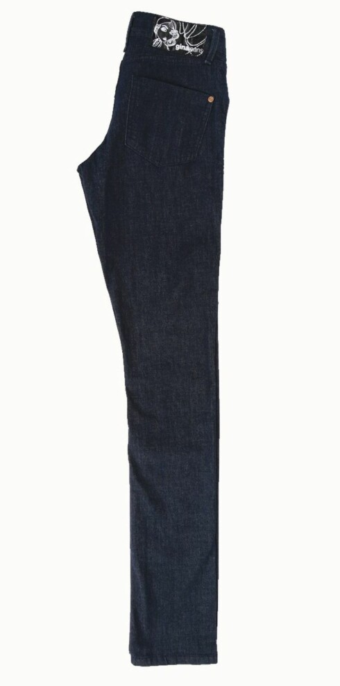 Jeans med høyt liv og guttesmale bein (kr 300, Gina Tricot).