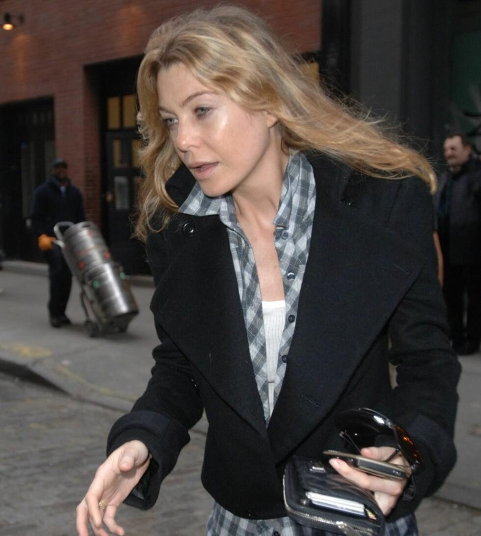 Skuespiller Ellen Pompeo fra Grey's Anatomy knipset i New York på noe som ser ut til å være en litt for tidlig morgen.  Foto: All Over Press