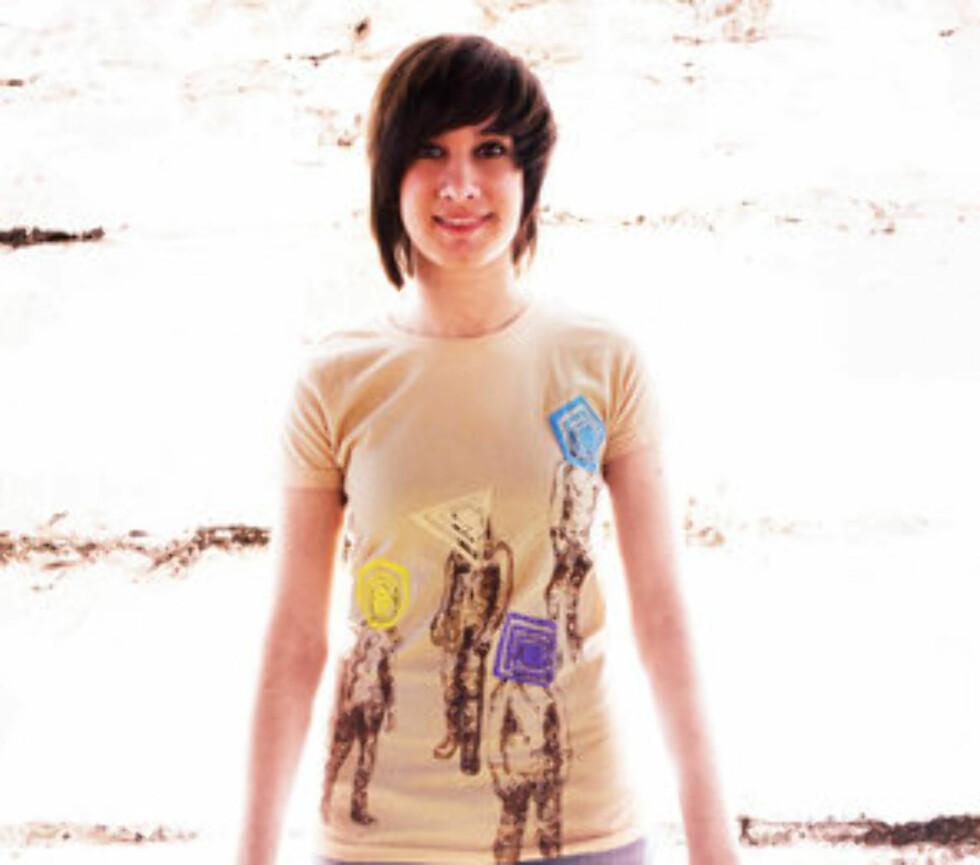 Supersøt t-skjorte med motivet «Staring into Space». Denne får du kjøpt på Threadless.com, en nettbutikk med mange fine og spesielle t-skjorter. Med dagens lave dollarkurs er shopping herfra en billig fornøyelse, denne koster 90 kroner.