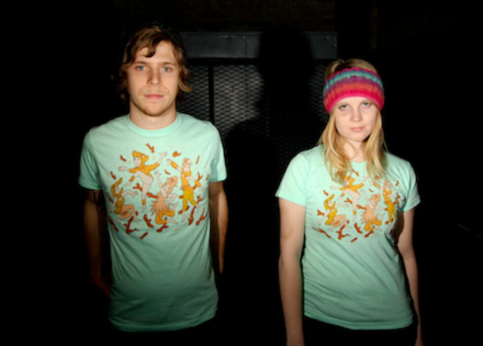 Vil du ha samme t-skjorte som kjæresten din, har Threadless.com trykte t-skjorter i både gutte- og jentemodeller. Denne heter «The New City Natural Dancers» (kr 105).
