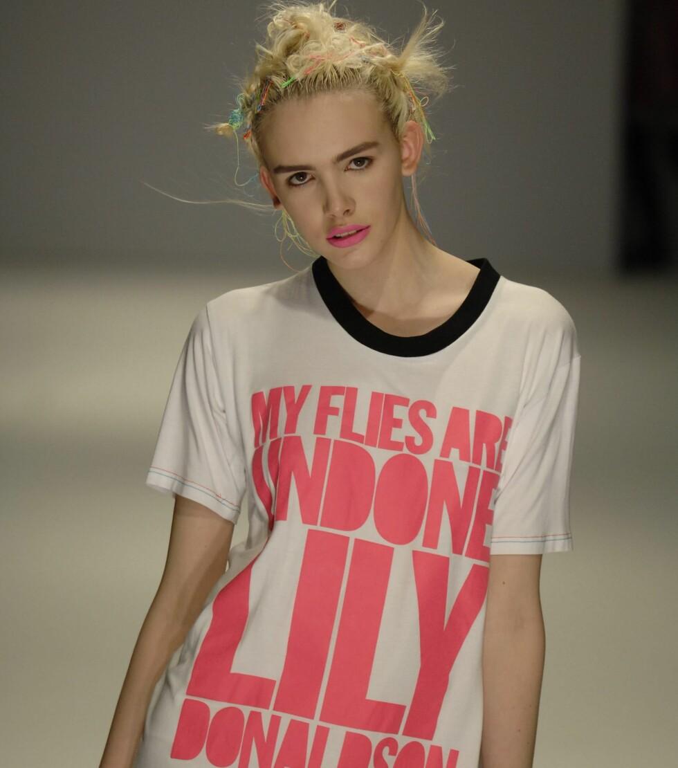 T-skjorter har ofte ikke det mest fancy snittet, men de er likevel en gjenganger på catwalken. Denne ble vist under moteuka i London. Etter at et plagg har blitt vist her, dukker det ofte opp i kopier i kjedebutikkene. Så hold utkikk!