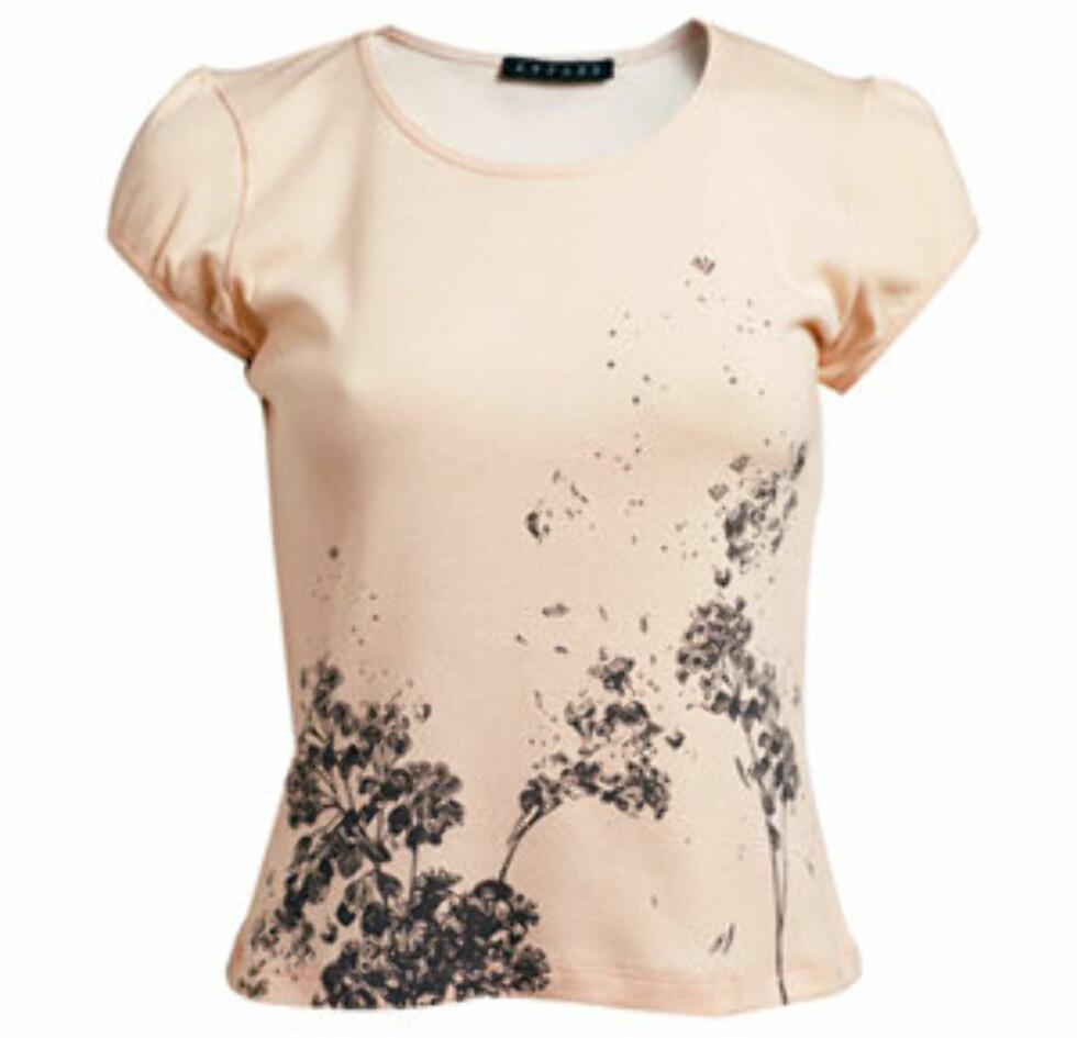 Tekstilteknologien har også gjort sitt inntog i t-skjorteindustrien. Denne er innsatt med et stoff som gjør at den gir fra seg en svak duft. (kr 289, La Redoute).