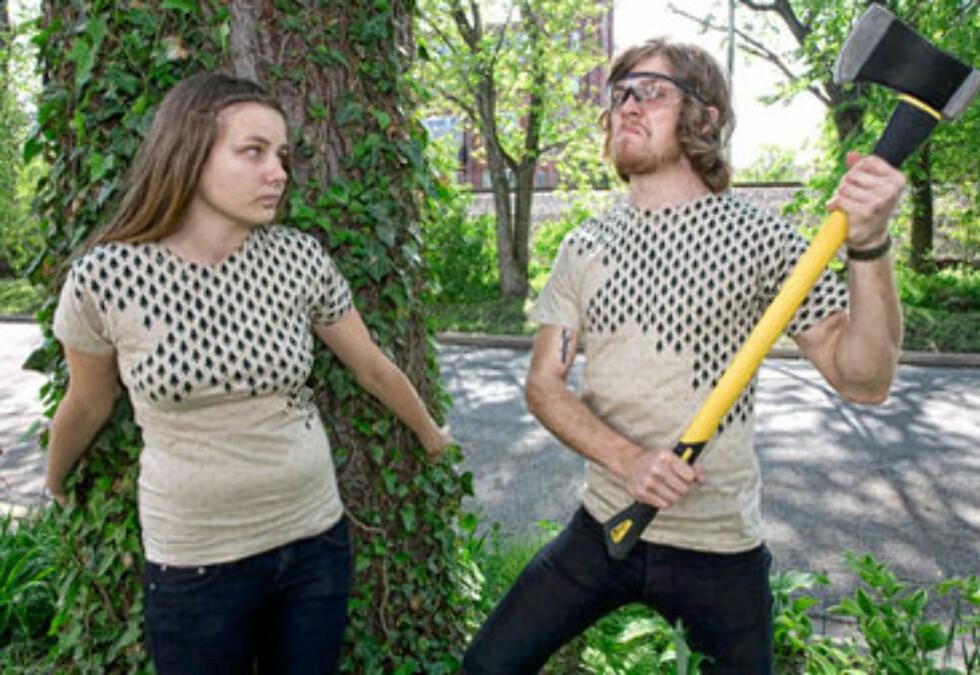 Du kan bære et budskap på brystet uten å skrike det ut. Dette designet heter  «Deforestation», og har et klart «La skogen leve-budskap» (kr 80, Threadless).