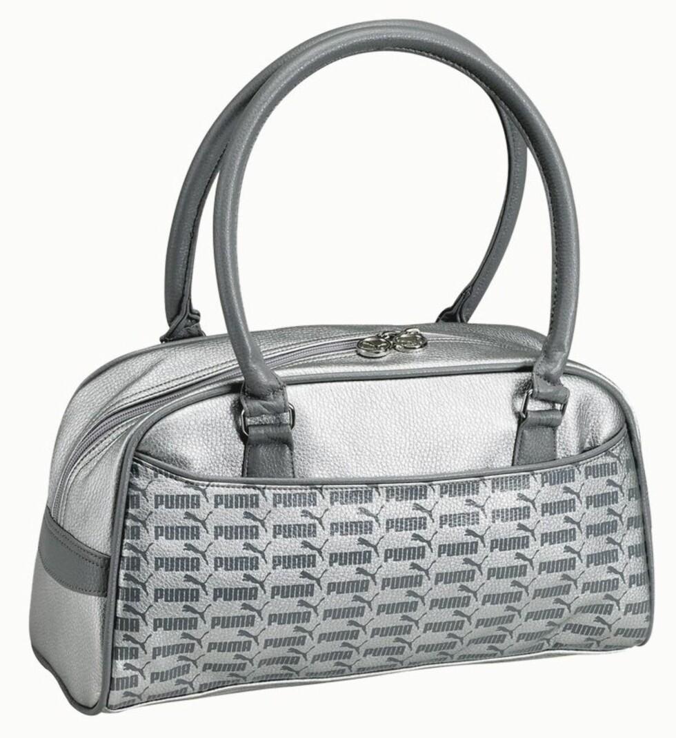 LIKE KUL PÅ FEST SOM I TRENINGSSTUDIOET: Sølvfarget bag (kr 400, Puma/Ellos).