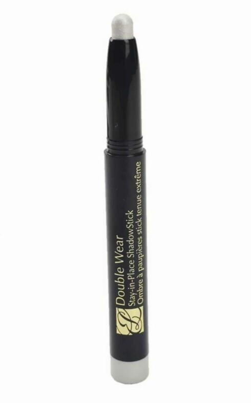 Øyeskyggestift i sølv fra Estée Lauder, Double Wear Stay-in-Place Shadow-stick, Silver Pearl (kr 155).