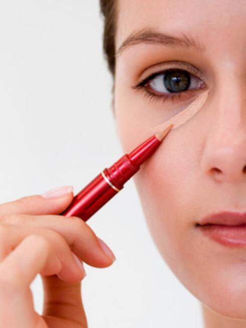 En god concealer dekker mørke skygger og uregelmessigheter i huden.  Foto: Jupiter Images
