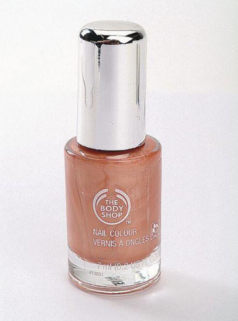 <strong>Lekre negler:</strong>Body Shop Nail Colour i lys korallrosa (kr 80).
