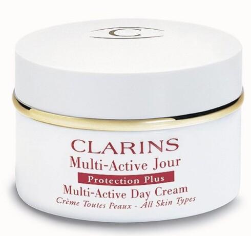 Clarins Multi-Active Day Cream skal beskytte mot slitasjefaktorer som forurensing og kulde, og gi godt med fuktighet til huden (kr 485/50 ml).