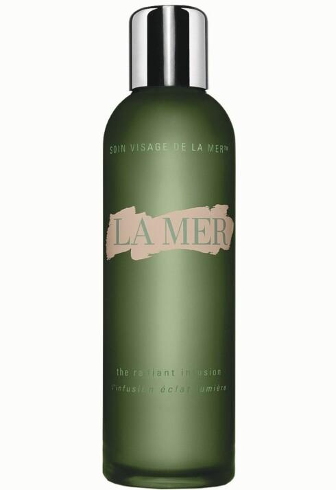 La Mer The Radiant Infusion er et energikick av et serum, som skal gjennomfukte huden og gi den glød og vitalitet (kr 855).