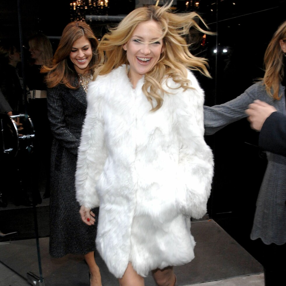 Ingen tvil om at Kate Hudson storkoser seg i pelsen sin.