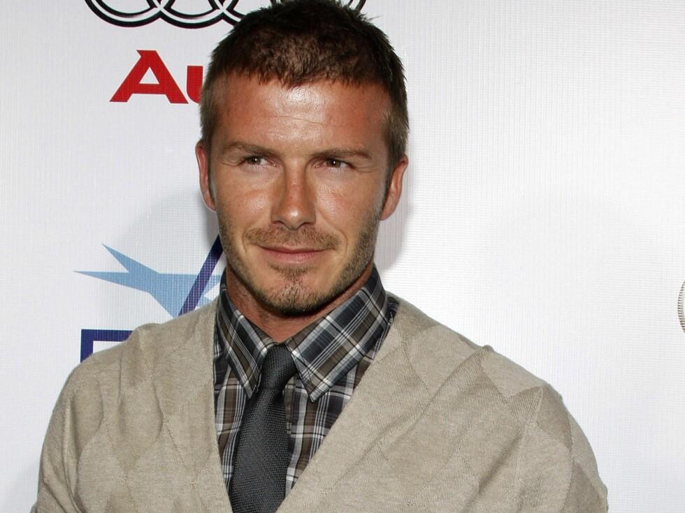 David Beckham kaster klærne i ny kampanje.