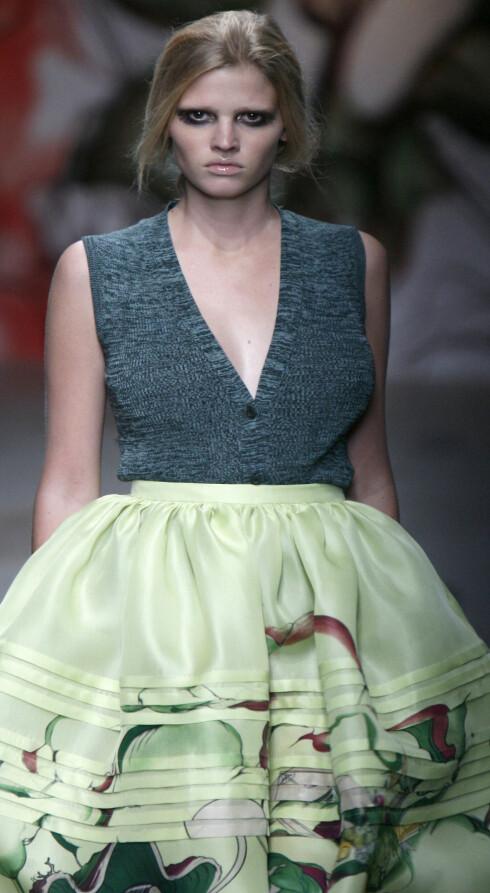 Lara Stone bruker størrelse 38, ifølge magasinet Marie Claire. Her på Pradas visning av neste års kolleksjon på catwalken i Milano i forrige uke.
