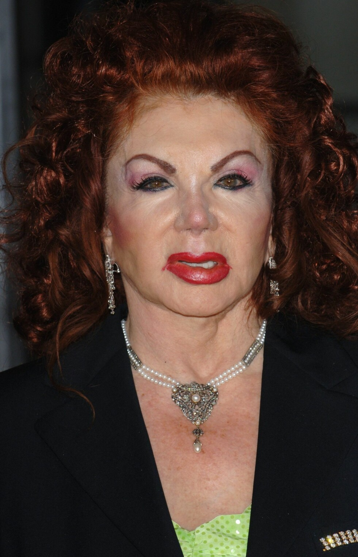 More is more, less is a bore, mener Jackie Stallone, Sylvester Stallones mor. Minimalisme er liksom ikke helt hennes stil.