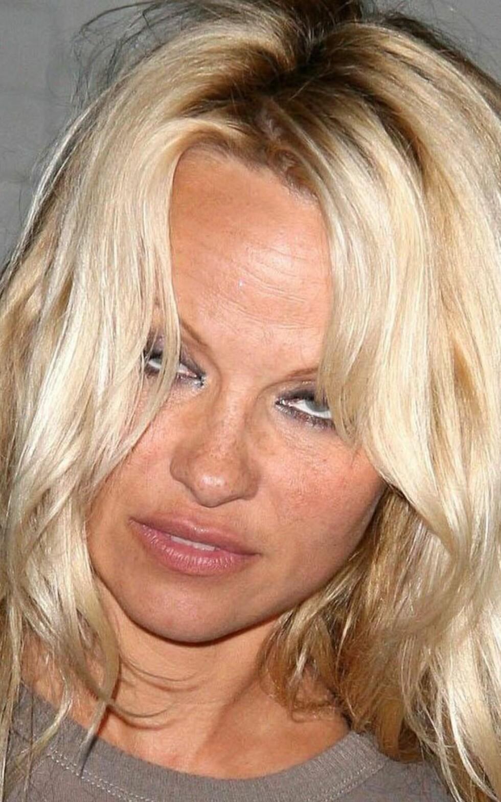 Sminken fra i går holder en dag til, synes skuespiller Pamela Anderson å mene.