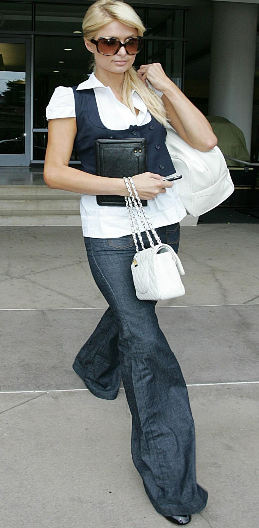 Paris Hilton ble nylig sett i Hollywood i vide slengbukser med små lommer.