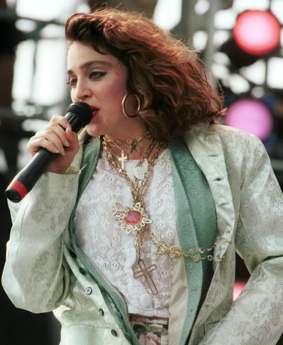 Høyt hår, duse pasteller og skulderputer i 1985.