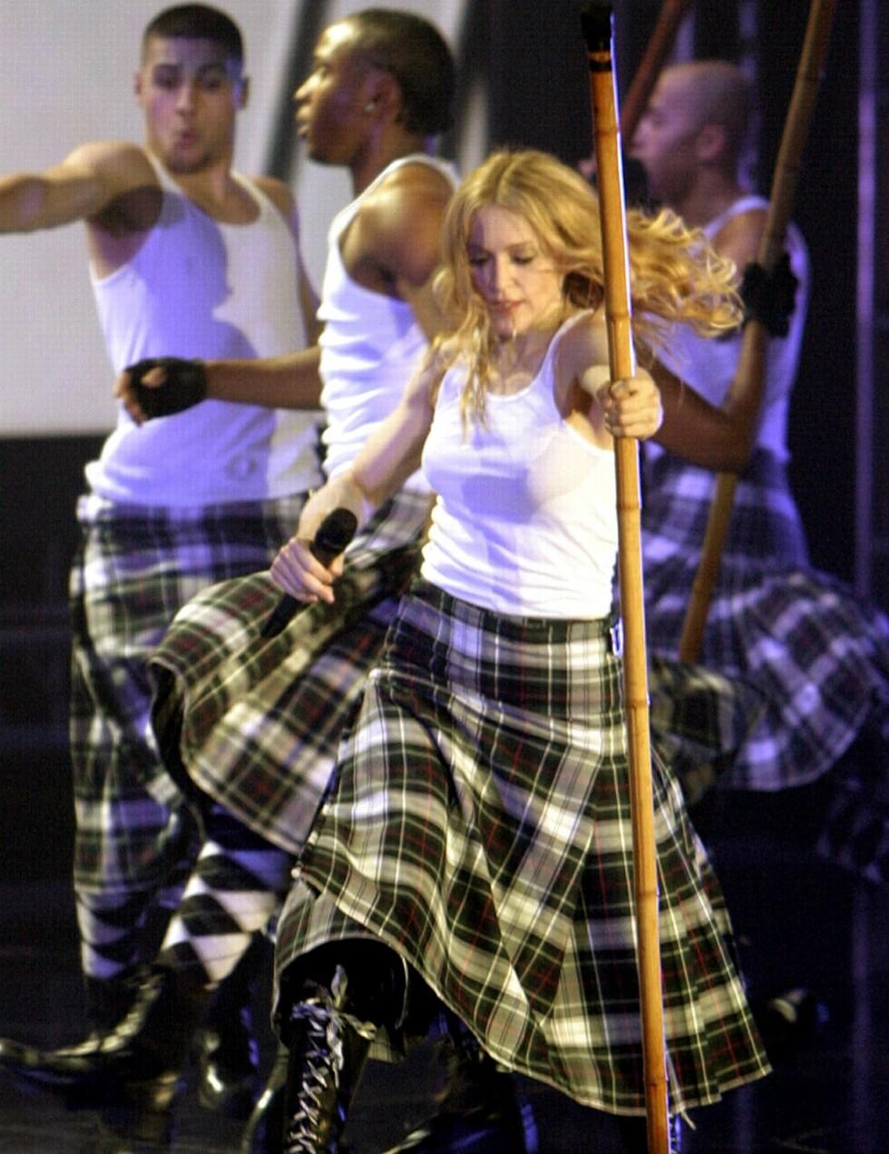Under åpningen av «Re-Invention World Tour» i Los Angeles i 2004 hadde Madonna fem kostymeskifter. Hun opptrådte i blant annet i korsett, militærdrakt og kilt.