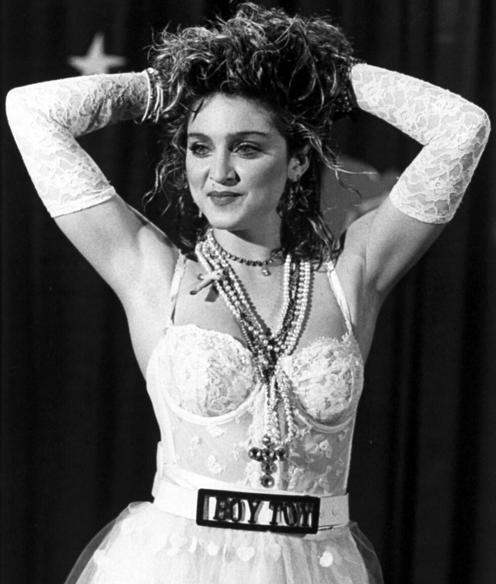 MTV Video Music Awards ble første gang avholdt i 1984. Madonna var naturligvis til stede, ikledd hansker og Boy Toy-belte.