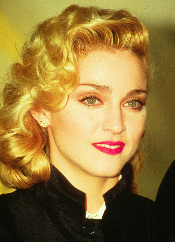 Madonna har hatt tallrike stilskifter gjennom tidene. Her avbildet med 50-tallsbølger. Året var 1986.