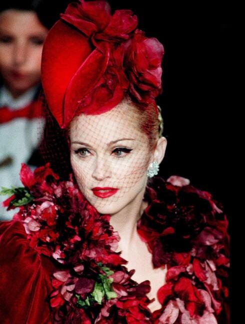 Madonna holdt den overdådige 40-tallstilen under premieren på filmen «Evita».