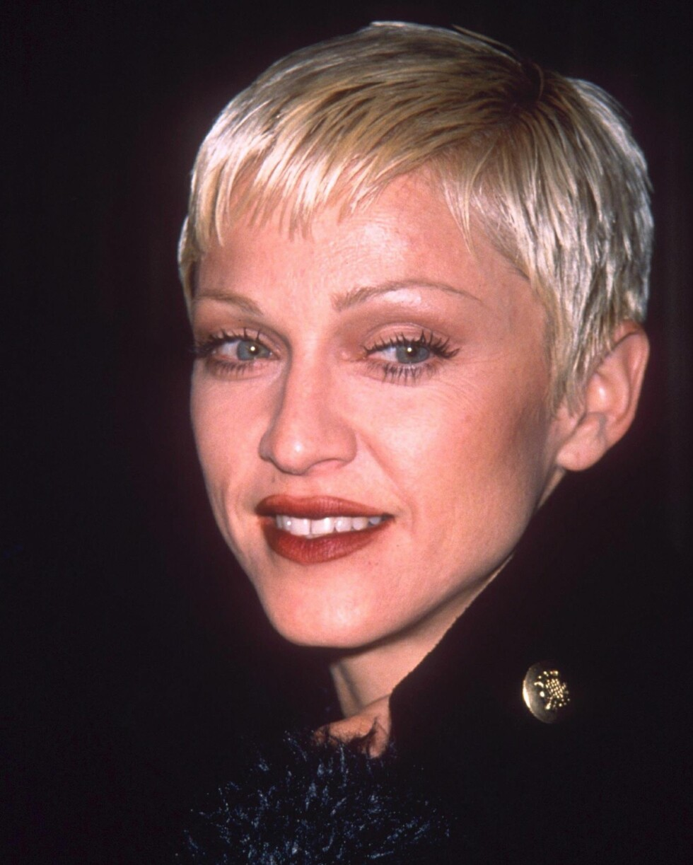 En av superstjernens tallrike frisyrer: Kort og superbleket. Dette bildet er fra 1993.