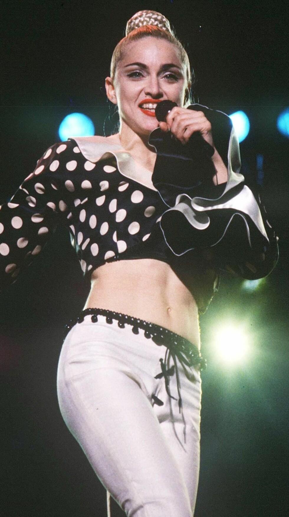 Den oppsatte frisyren var i en periode Madonnas varemerke. Her er hun fotgrafert under en konsert i Japan, 1990.