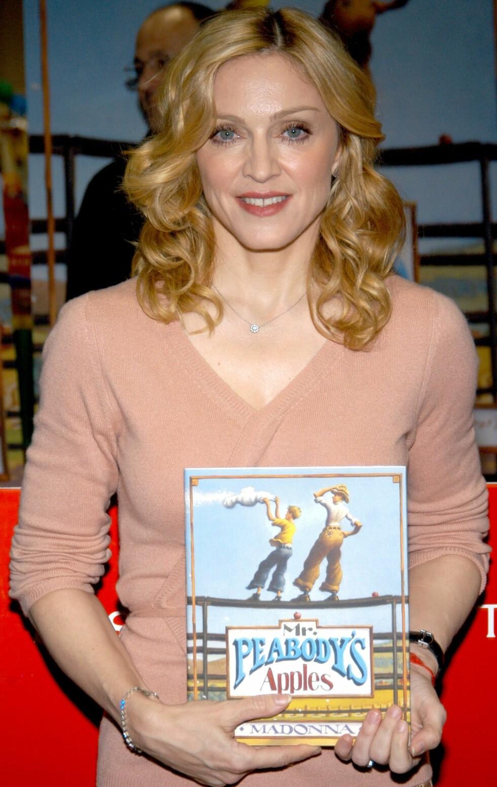 Madonna er også forfatter. Hun ga ut barneboka «Mr. Peabodys Apples» i 2003.